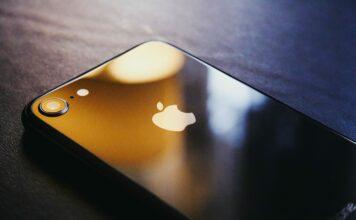 Skládací iPhone by Apple mohl představit v roce 2023